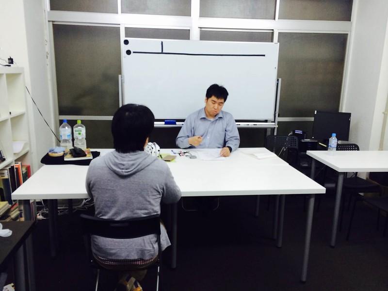 面接特訓講座の模擬面接後の個別改善点アドバイスコーナーでの一コマ