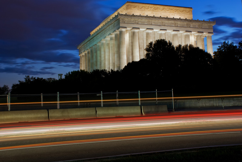 LINCOLN MEMORIAL WITH TRAFFIC TRAILS