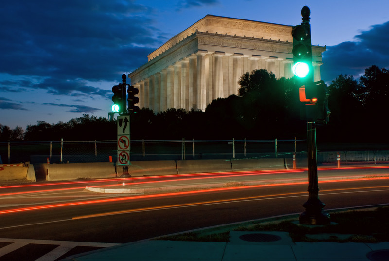 LINCOLN MEMORIAL TRAFFIC TRAILS WITH STOP LIGHTS