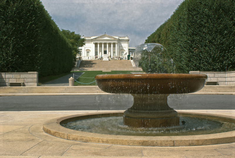 A FOUNTAIN WITH THE AMPHITHEATER IN BACK GROUND IN THE ARLINGTON NATIONAL CEMETERY