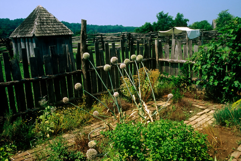 DOORYARD GARDEN ON THE NATIONAL COLONIAL FARM