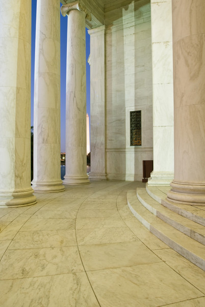 VIEWING THE MONUMENT FROM THE JEFFERSON MEMORIAL COLUMNS
