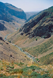 THE GREAT GORGE Beautiful approach to the Zagros Mountains