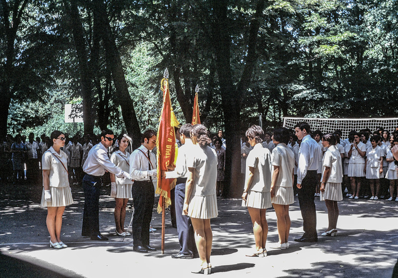 240572_11YR_HANDING OVER KOMSOMOL _FLAG_SCHOOL2.jpg