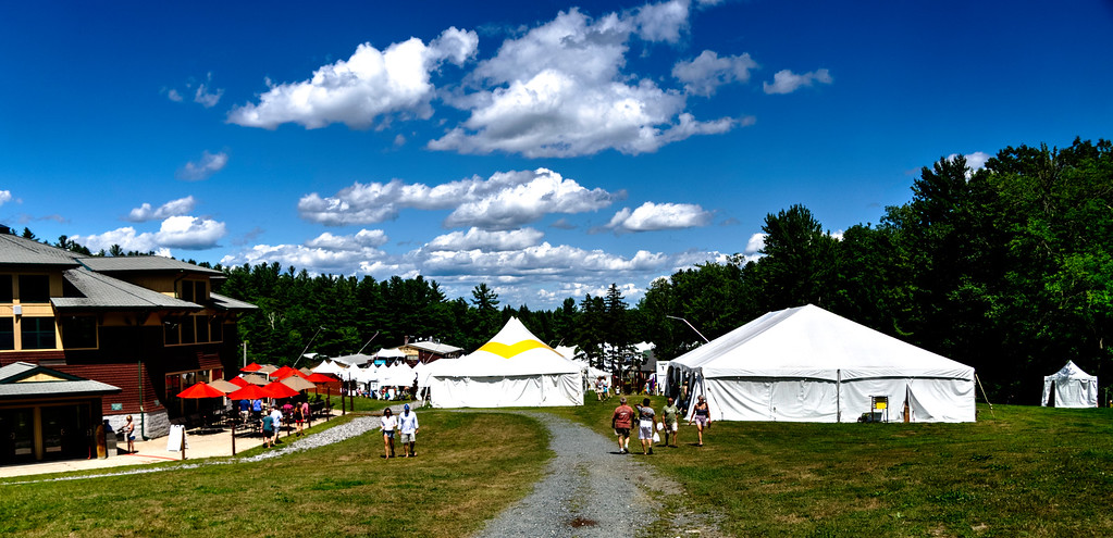 Overview of the tents at the Fair