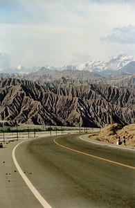 中 国  ... Karakoram Road...  ©Rawlandry