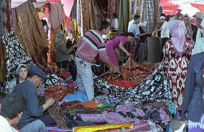 中 国 ... Kashgar Sunday Bazaar... China - ©Rawlandry