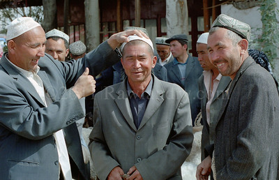 中 国 ... Kashgar Mal Bazaar... China - ©Rawlandry
