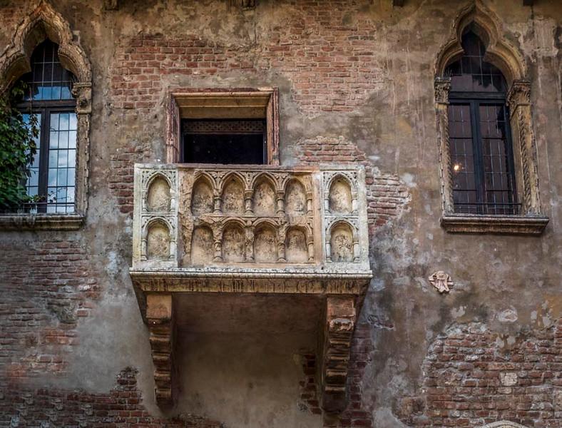 023  - Balcony in Verona where, according to Shakespeare, Romeo climbed up to Juliet