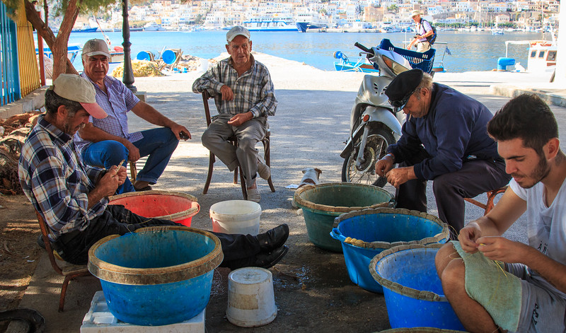 125 - Kalymnos - Fishermen fixing the nets