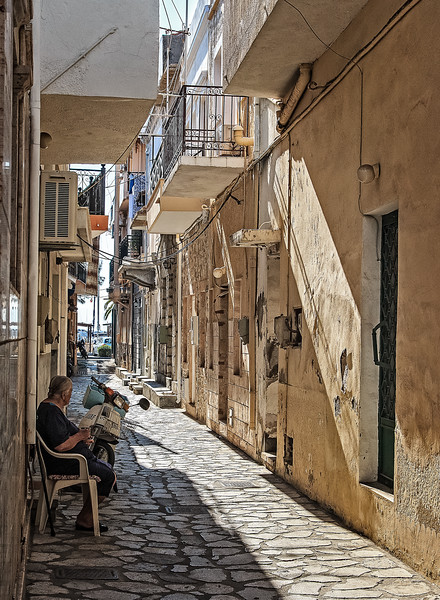 124 - Kalymnos -Side street
