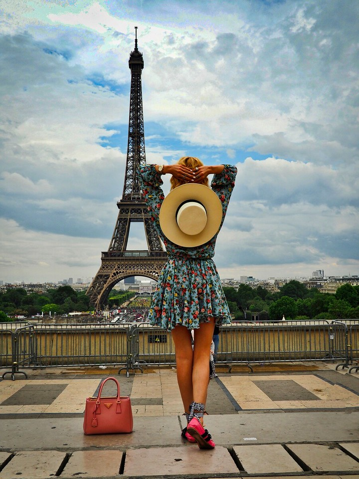 Woman with a hat at Eiffel Tower
