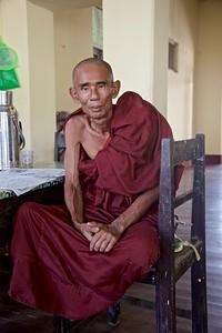 Monk @ Mahakuthalakyaungtawgui Monastery