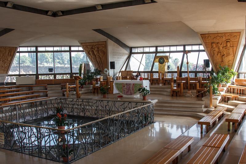 068 - Inside Peter's Church