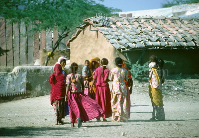 North to South ...Women... India - ©Rawlandry