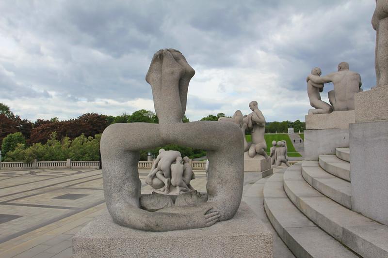 Vigeland Sculpture Park — Oslo / Парк скульптур Вигеланда — Осло