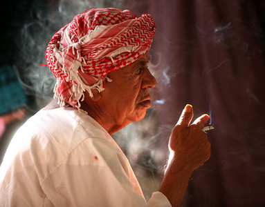 smoking at the fish market, Muttrah (Muscat, Oman)