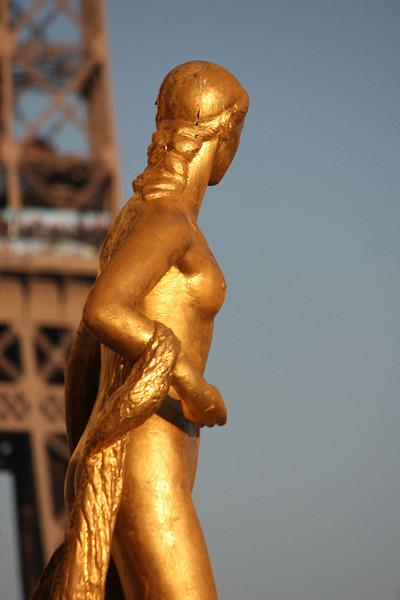 Trocadero Statues & Eifel Tower