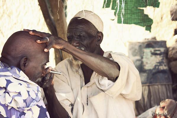 Street barber in Mayo - Khartoum South