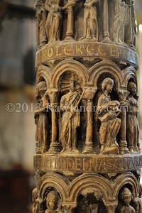 Detail de la sculpture de l'une des quatre colonnes du cyborium Venise 2013DSC_5358
