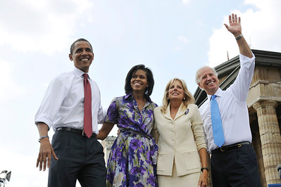 Senator Barack Obama Arrives with Michelle Obama at the Springfield Airport to make announcement on Vice President Elect Joseph Biden at the Old State Capitol in Springfield Illinois. VALERIE GOODLOE