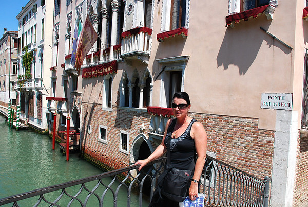 LEAVING OUR HOTEL AND WALKING THE CANALS