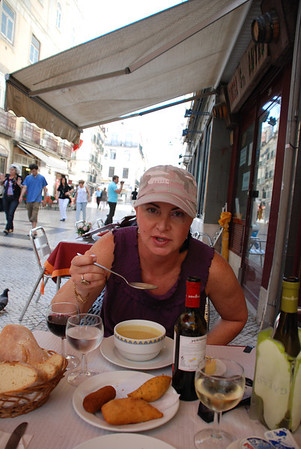 LUNCH IN LISBOA, NEXT CAME THE BEST SHRIMP EVER