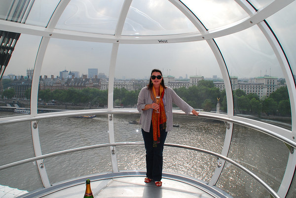 LEESSA AND A BOTTLE OF CHAMPAGNE IN A PRIVATE CAPSULE ON THE LONDON EYE