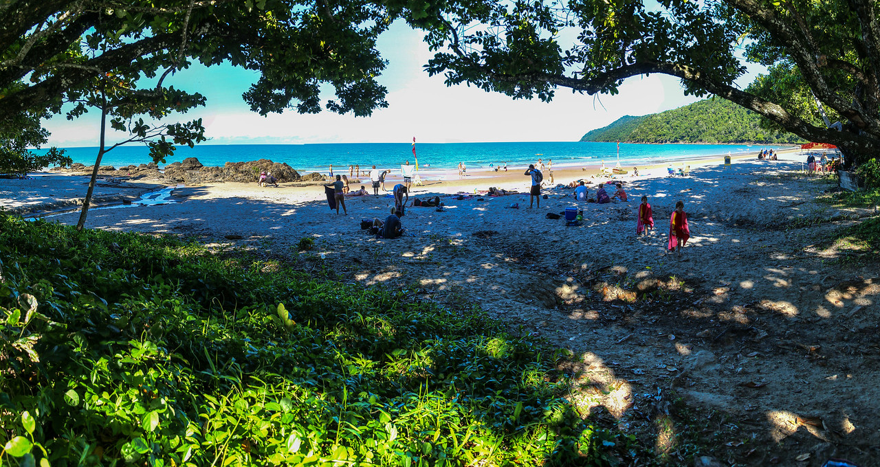 160724 1253 - Etty Bay, just south of Innisfail.