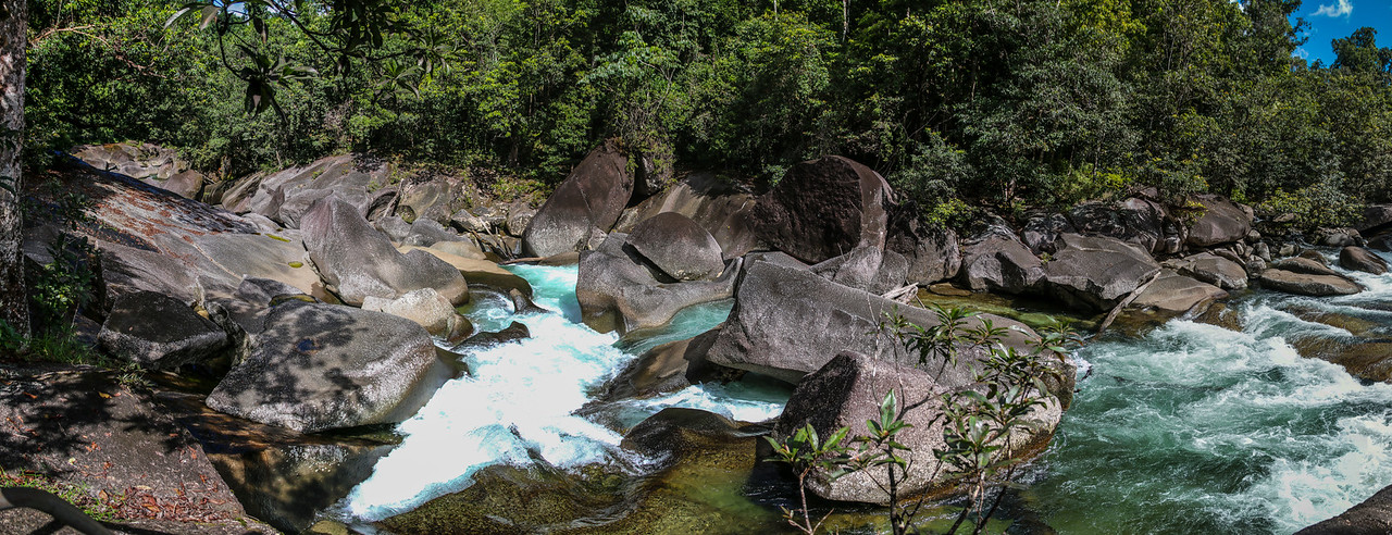 160724 1219 - On the walk to the Devils Pool at  the Babinda Boulders (National Park).