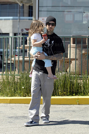 Santa Monica,California, April 05,2009. Musician Travis Barker take a snack with his daughter.(Photo by Michel Boutefeu)