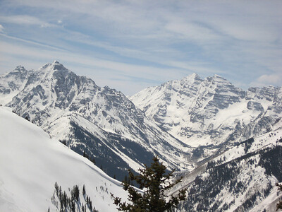 The Maroon Bells (right) and Pyramid (right) make for spectacular scenery at the top of the lifts. Photo: Emilie