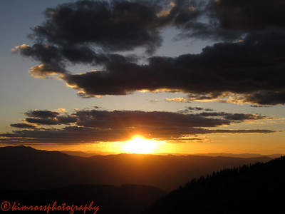 The sun drops a little lower... Photo: K.Ross