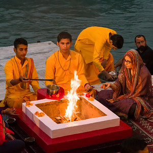 Ganga Aarti in Rishikesh: a devotional ritual on the Ganges
