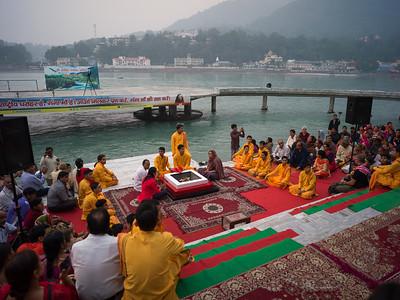 Ganga Aarti in Rishikesh: a devotional ritual on the Ganges