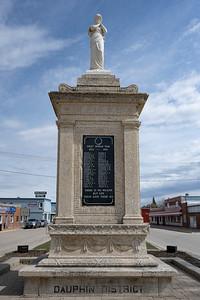 Dauphin War Memorial (Memorial Boulevard, Dauphin)