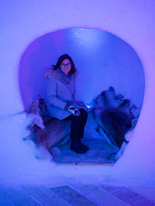 Linda, waiting to be servied - IGLOOTEL Lapland