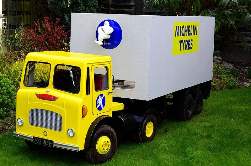 MODEL BASED ON A LEYLAND BEAVER ,THE REAL THING AND A CORGI MODEL.