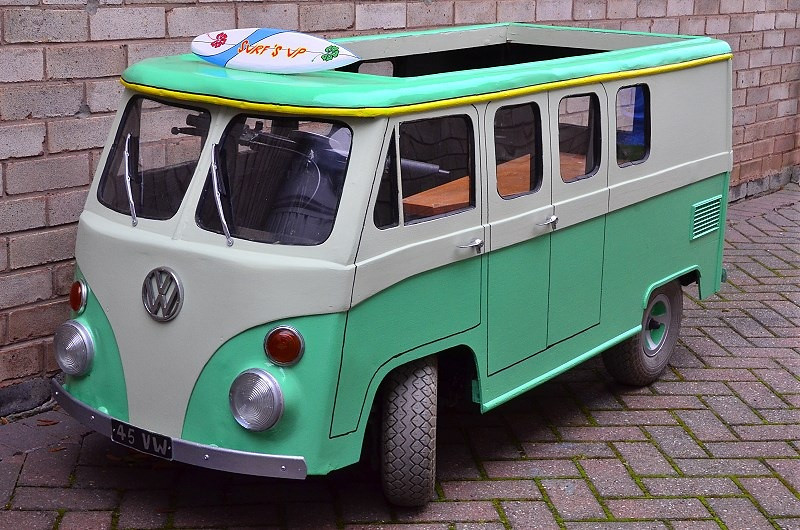 MODEL BASED ON A VW SPLITSCREEN