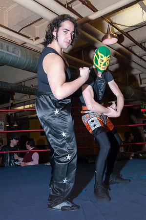 Sylvain fait vraiment peur avec son masque, ses cuisses de mouches et sa carrure athlétique !