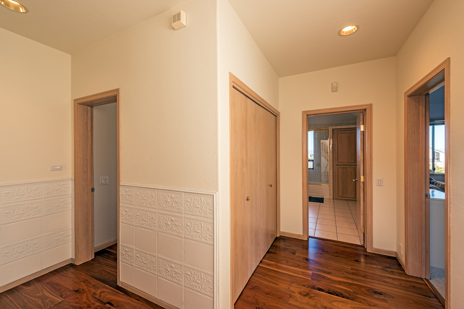 Hall to Lower Level Guest Rooms