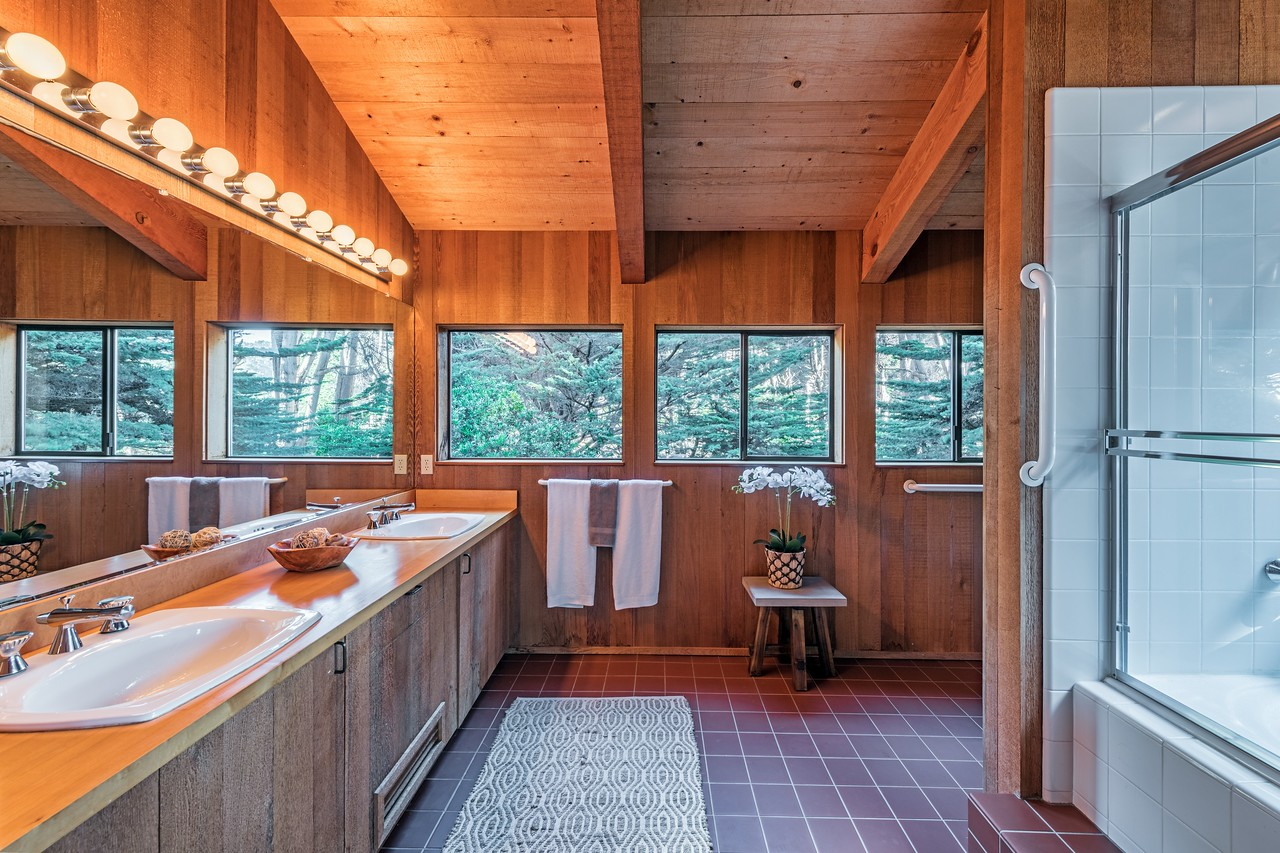 Upstairs Master Bath Room