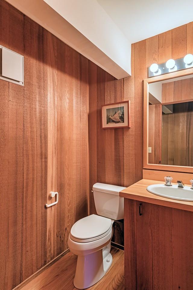 Half Bath by Guest Room