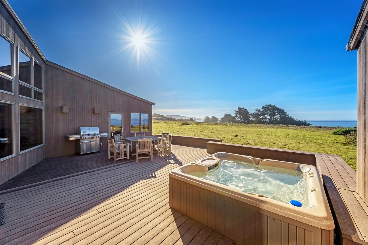 Sunlit Deck & Hot Tub