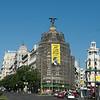 Greenpeace descuelga una pancarta contra el TTIP en Madrid