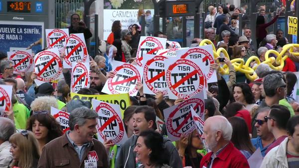 Brutos para medios en alta calidad, manifestación contra la pobreza y los tratados TTIP, CETA y TISA en Madrid