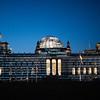 Greenpeace proyecta páginas del TTIP sobre el Parlamento de Berlín