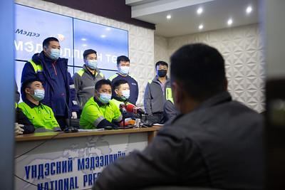 """2021 оны гуравдугаар сарын 9.""""TTJVCo"""" ХХК-ийн ажилчид """"Эрдэнэс тавантолгой"""" ХК-аас нүүрс олборлох гэрээг гэнэт цуцалсныг эсэргүүцэж, ажлын байраа хамгаалах тэмцэл эхлүүлж байгаа талаар мэдээлэл хийлээ. ГЭРЭЛ ЗУРГИЙГ Г.САНЖААНОРОВ/MPA"""