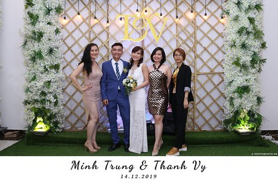 Trung-Vy-wedding-instant-print-photo-booth-Chup-anh-in-hinh-lay-lien-Tiec-cuoi-WefieBox-Photobooth-Vietnam-103
