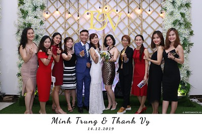 Trung-Vy-wedding-instant-print-photo-booth-Chup-anh-in-hinh-lay-lien-Tiec-cuoi-WefieBox-Photobooth-Vietnam-105